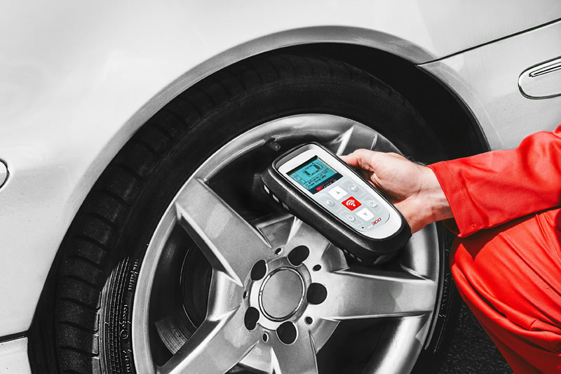 The TECH300 TPMS Tool In The Spotlight